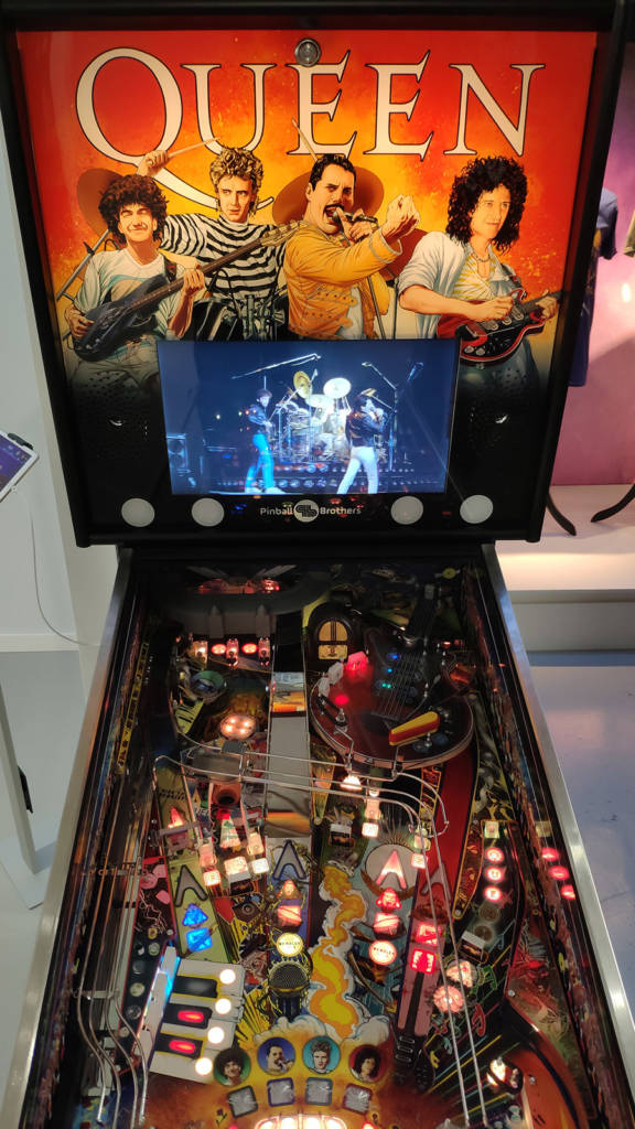 The Queen game from Pinball Brothers