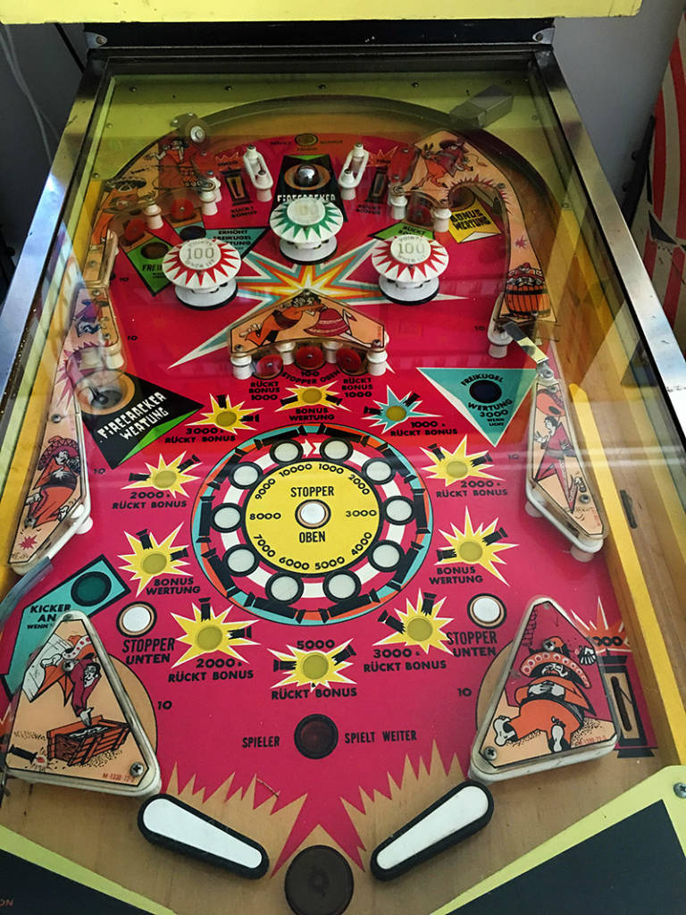 Firecracker was the first traditional pinball machine Bally produced with a Harry Williams design