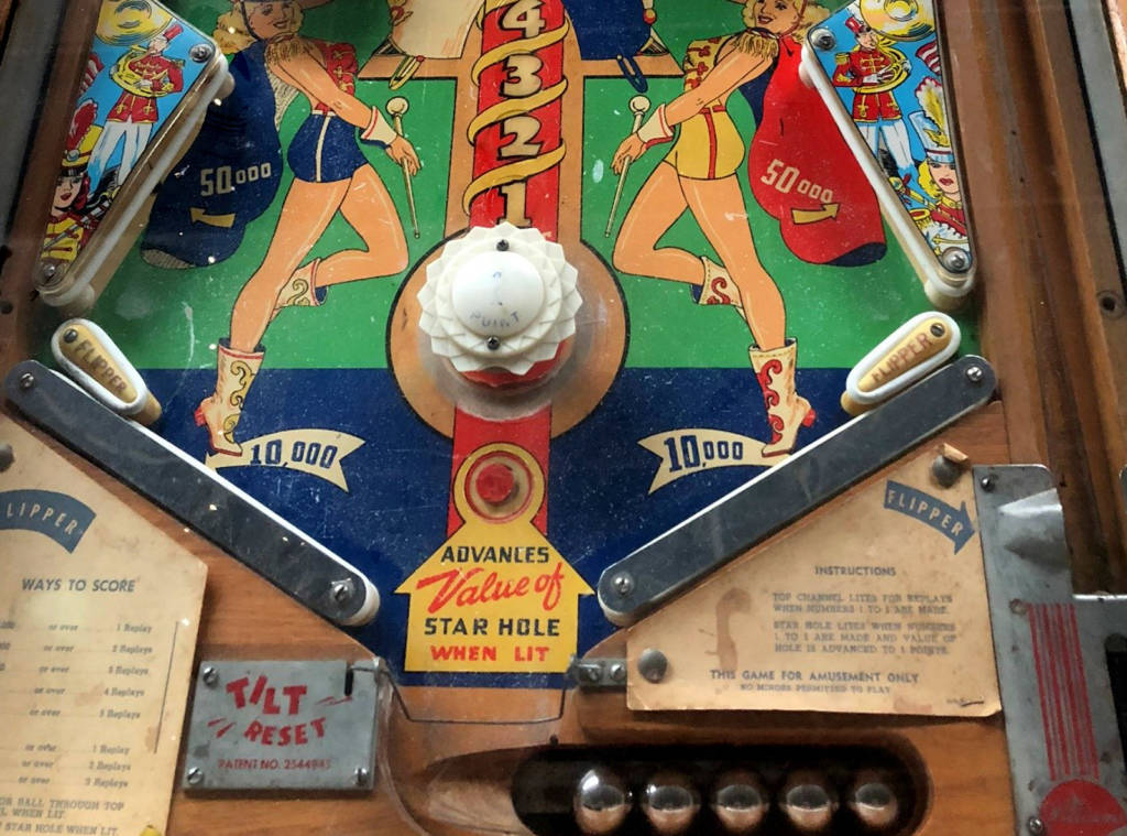 Lower playfield for Majorettes (Williams 1952). Photo by the Pacific Pinball Museum
