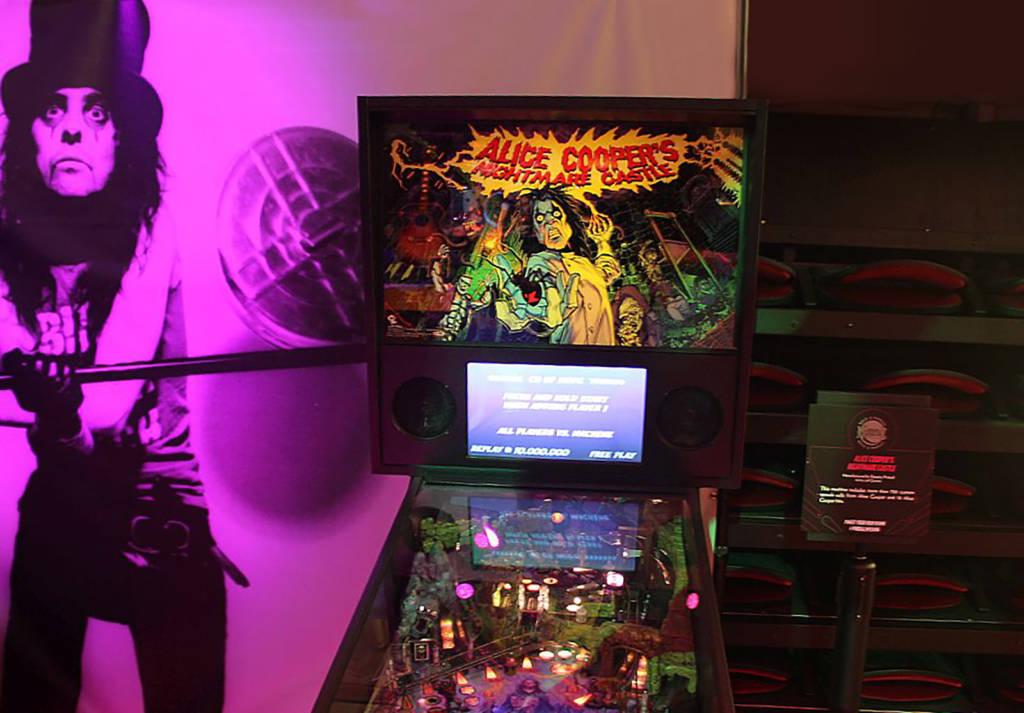 Spooky Pinball's Alice Cooper's Nightmare Castle
