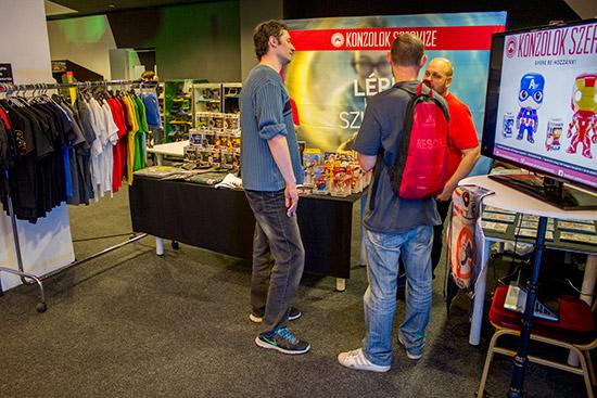 Konzolok Szervize were selling gamer toys and clothing