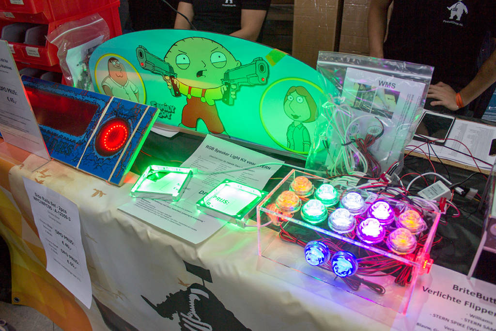 Illuminated buttons and other pinball mods from Pinballshop.nl