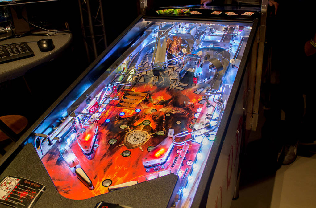 The two playfields had identical layouts but the lighting effects reflected which side was which