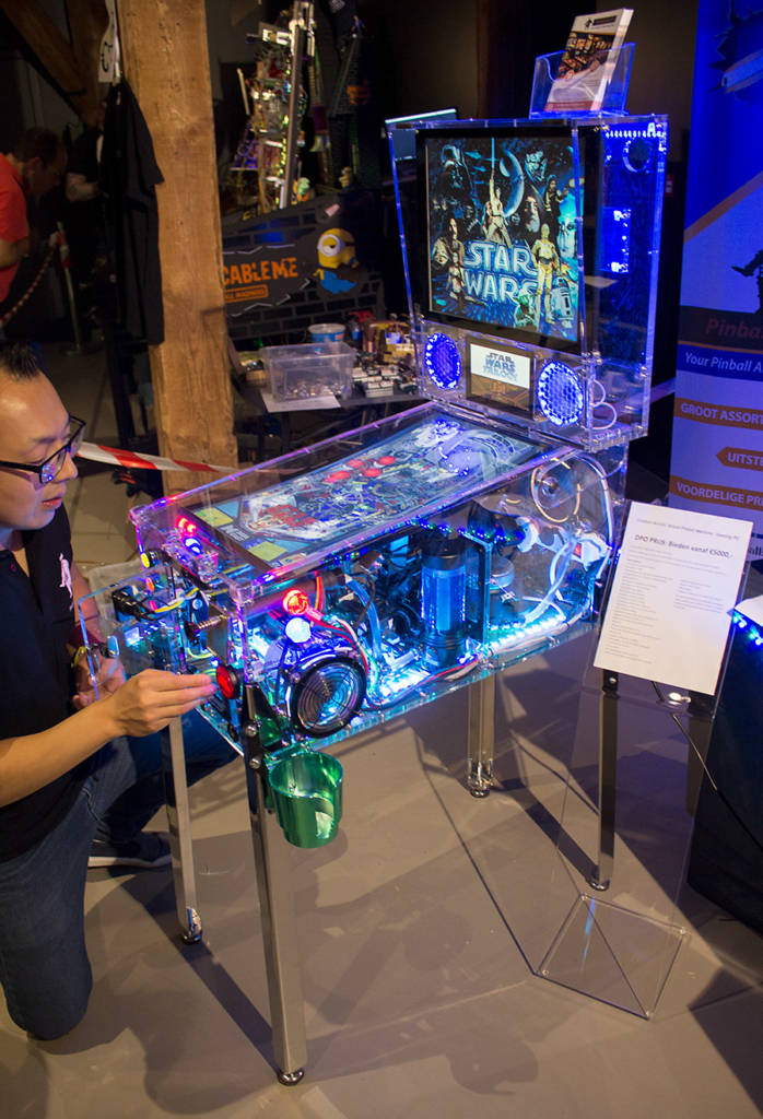 Pinballshop.nl also had this beautiful acrylic-case mini video pinball