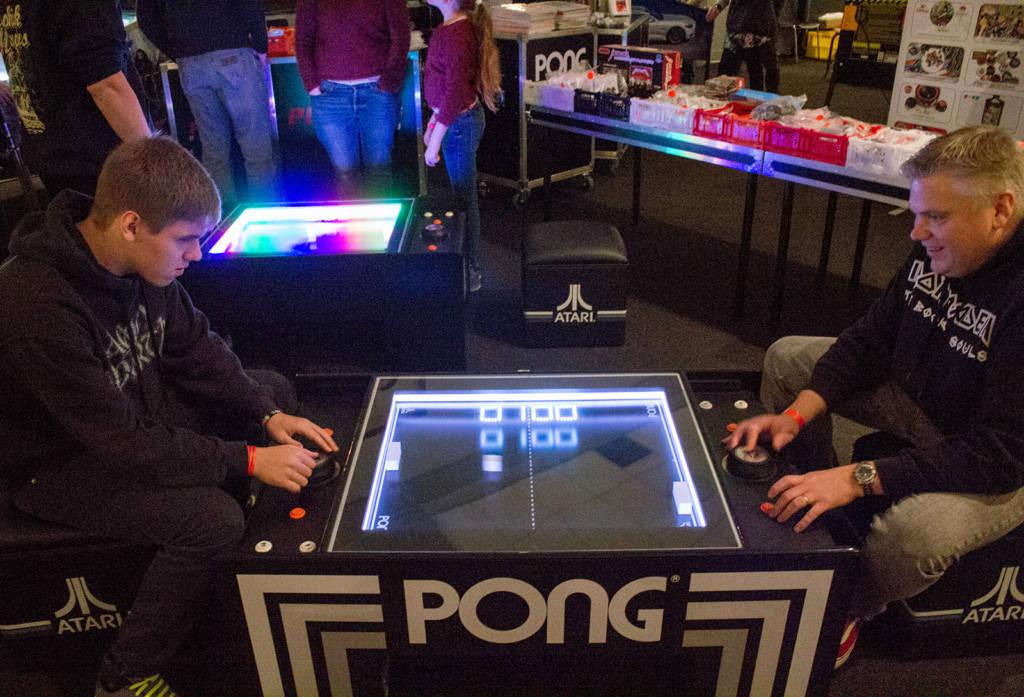 Atari Pong games on the Pinball Universe stand