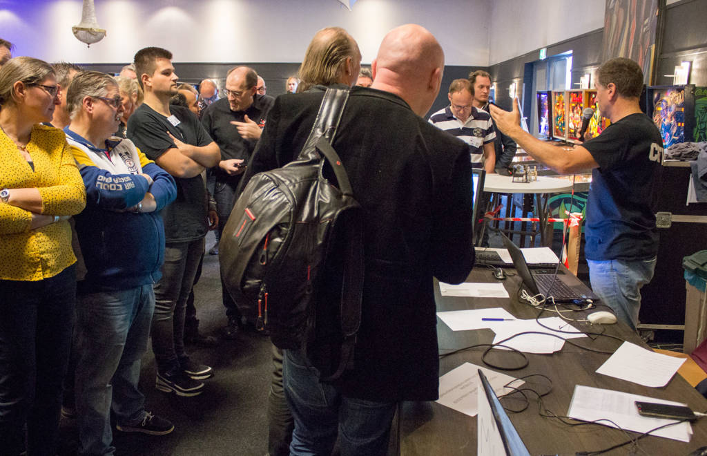 Players who wanted to play in the Swiss Tournament signed up and paid their €5 entry fee