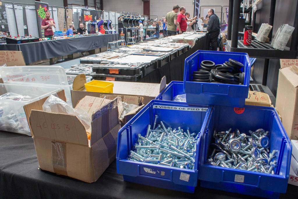 Multiple vendors were selling the standard leg bolts, leg levellers, balls and other common parts
