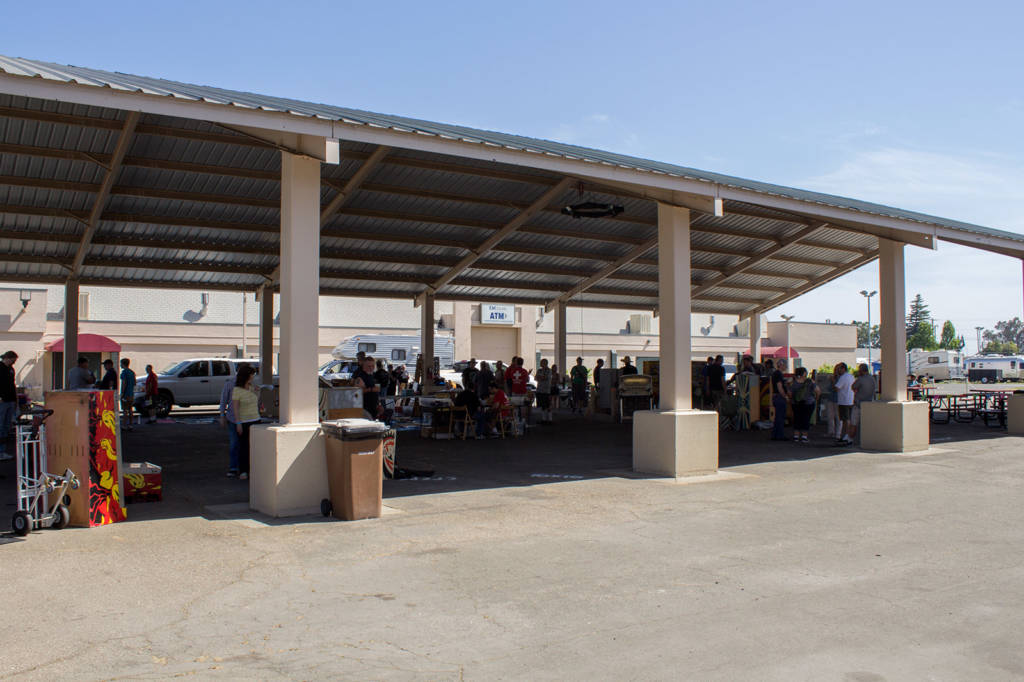 With the strong sunlight, the swap meet was held in a shaded area