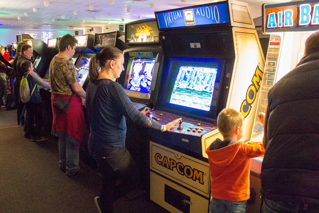 Arcade video games in the Arcadia show