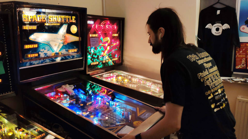 Roberto playing his last ball of the UK Pinball Classic final