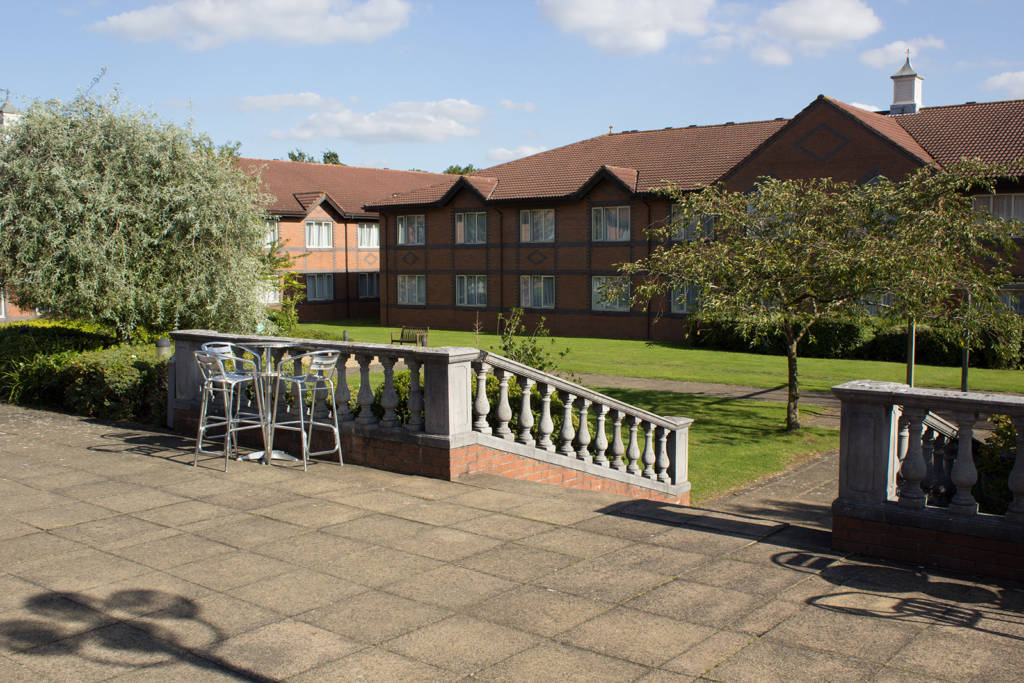 There is a patio and courtyard area encompassed by the accommodation buildings