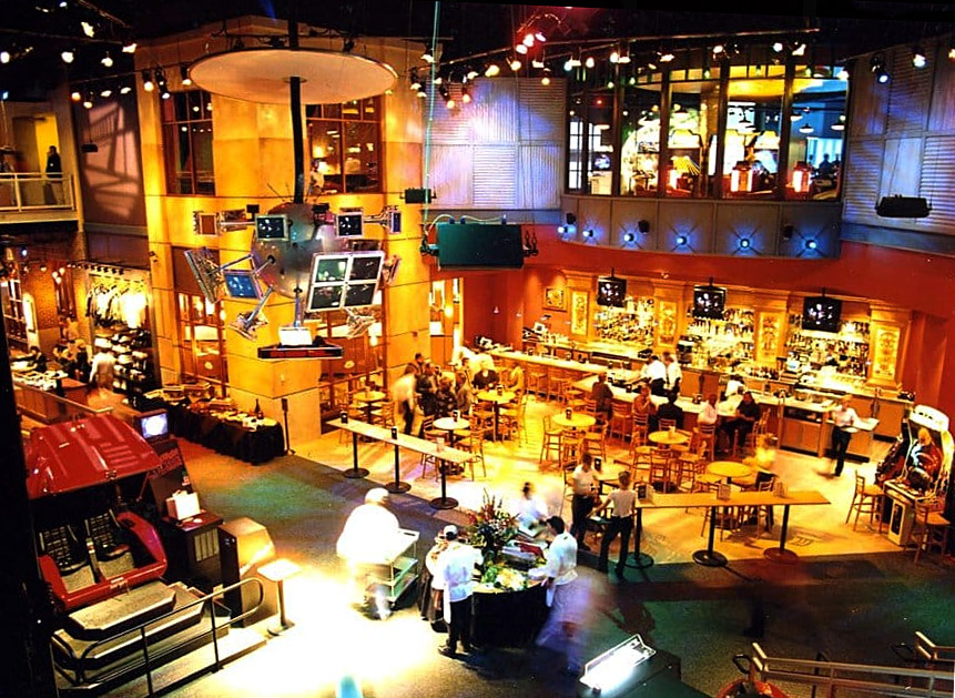 The bar area at GameWorks in Schaumburg
